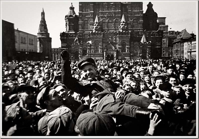 Plaza Roja - Moscu. Mayo 8, 1945.