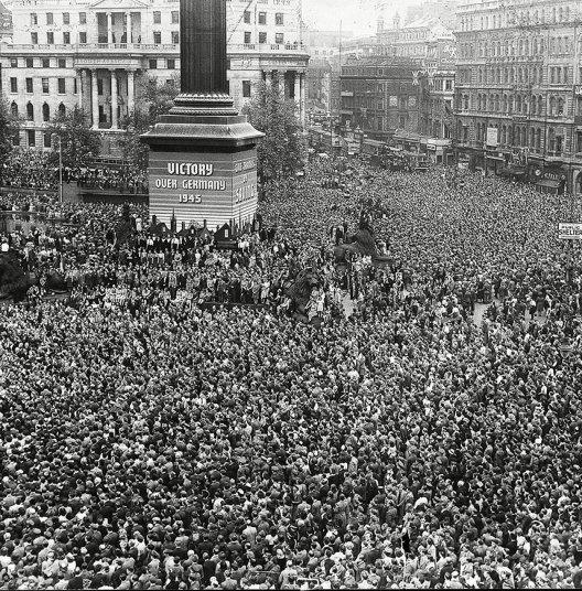 Trafalgar Square, Londres. Mayo 8, 1945.